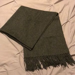 Large gray scarf